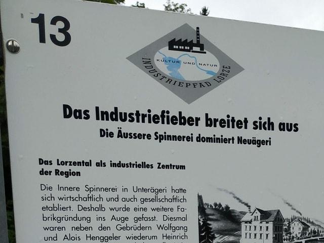 Beschreibung der Geschichte der Industrialisierung des Kantons Zug auf einer Tafel.