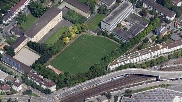 Luftbildaufnahme Sportwiese zwischen Wirtschaftsgymnasium und Autobahnausfahrt Basel-City