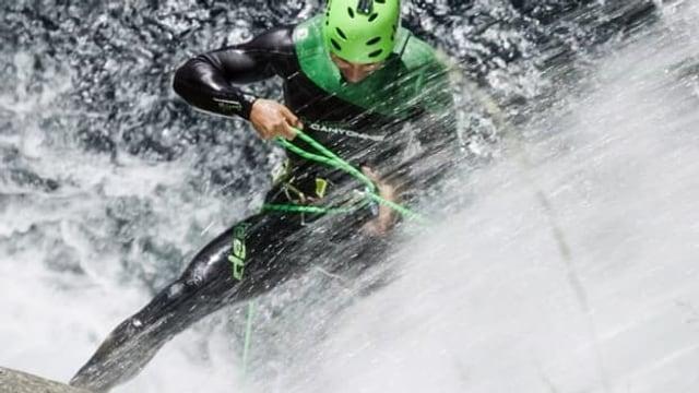 Video «Canyoning im Tessin: Der Salto Mortale im Wasserfall» abspielen