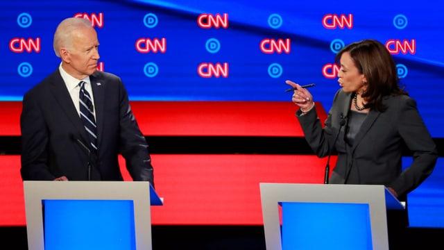 Kamala Harris e Joe Biden vid discutar.