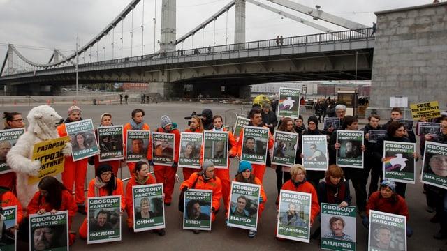 Bilder der in Russland inhaftieren Greenpeace-Aktivisten.