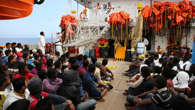 Flüchtlingsboot in Richtung Italien.