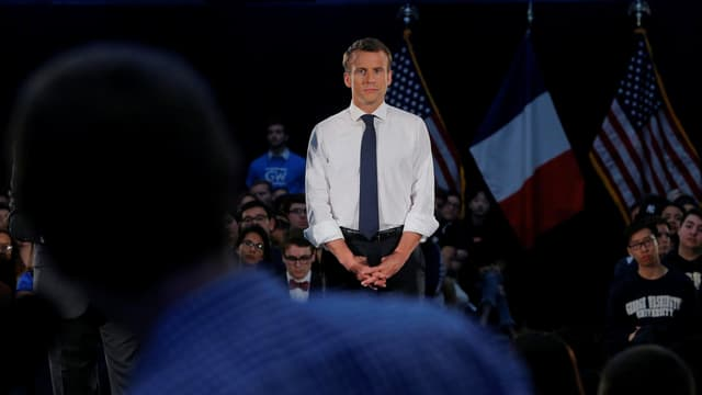 Emmanuel Macron hört zu