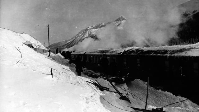 Tren en lavina