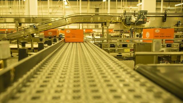 Laufband in der Chips-Fabrik