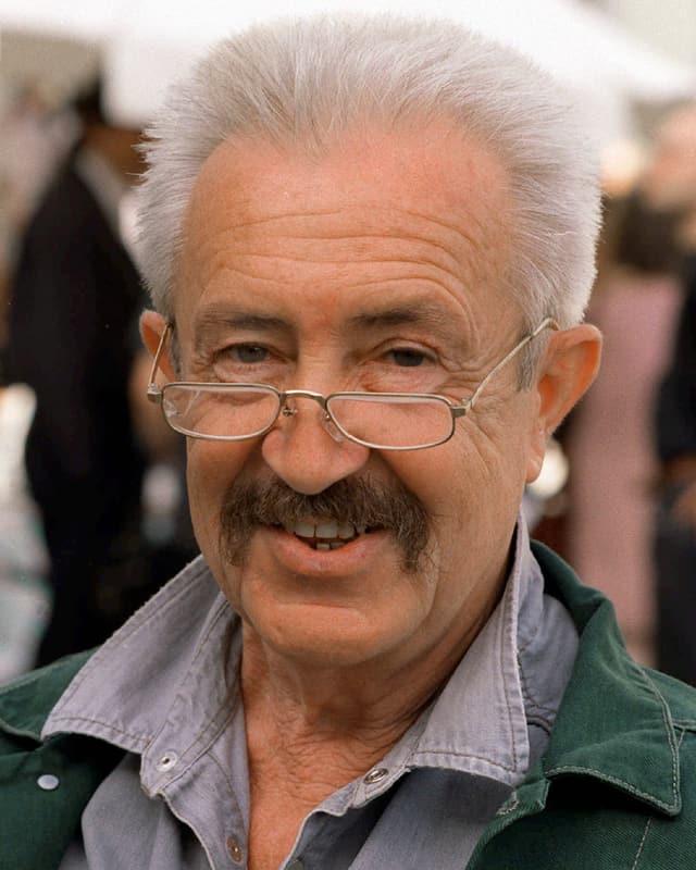 Egon Günther lacht. Er trägt eine Brille.