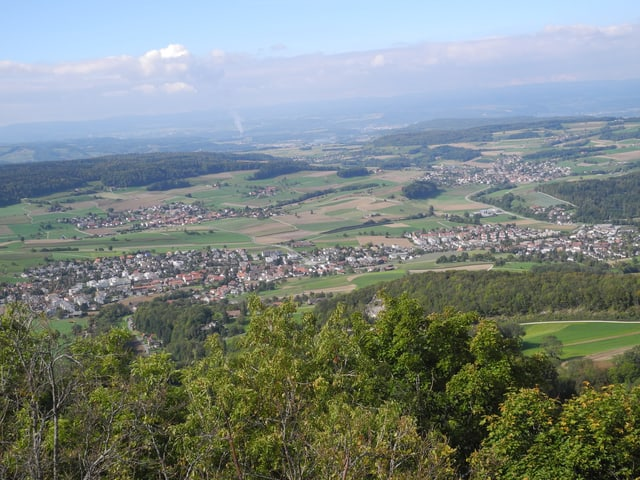 Das Dorf Ehrendingen von schräg oben gesehen