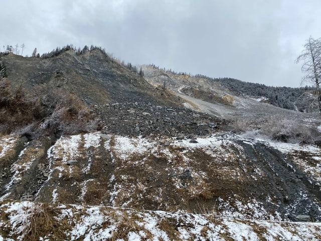 La muntogna sur Brinzauls è en moviment - i dat blera crudada da crappa - sut datti in rempar.