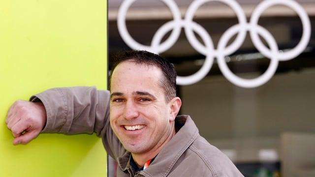 Danny Kurmann posiert an den Olympischen Spielen 2006 in Turin.