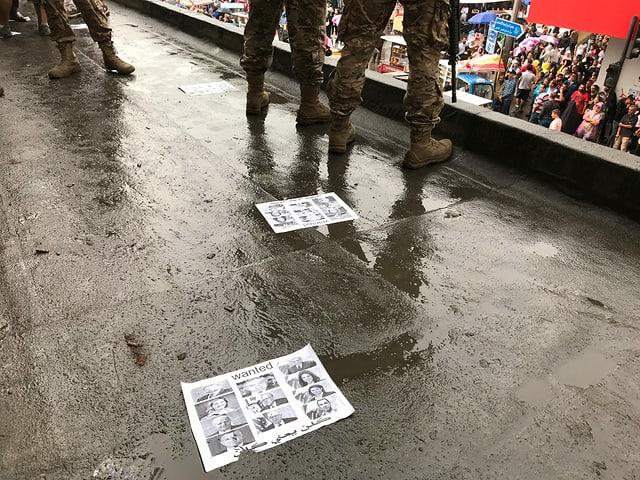 Armee auf Hausdach