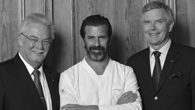 Hans Wiedemann (directur Hotel Badrutt's Palace), Andreas Caminada (cuschinier) e Yves Gardiol (General Manager Hotel Badrutt's Palace)