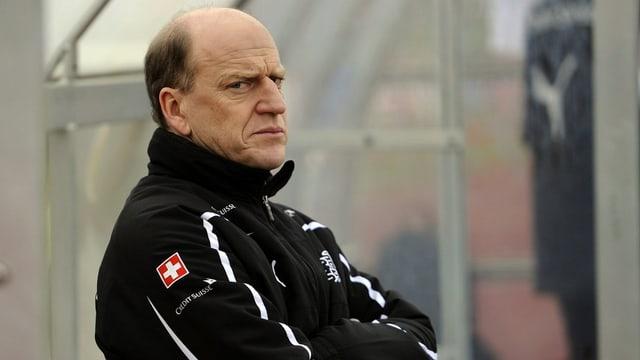 Heinz Moser en giacca naira.