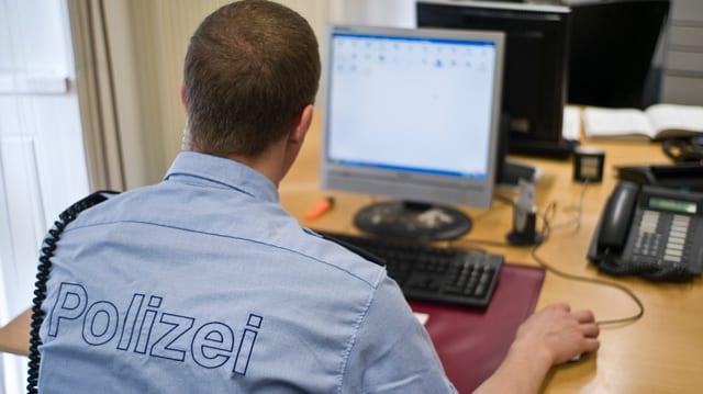 Der virtuelle Schalter entlastet Polizisten von der Büroarbeit.