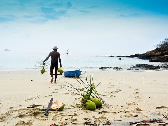 Ich habe genügend Zeit gehabt viele einsame Inseln zu besuchen. Das Floss musste ich jeweils im tiefen Wasser ankern und mit dem Beiboot an Land rudern.