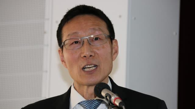 Zen-Jiang Wang da la fundaziun Bildungsanker.