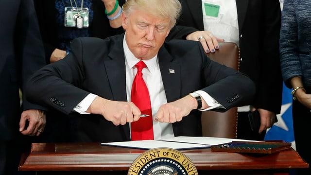 Trump suttascriva als 25 da schaner il decret pertutgant il mir al cunfin.