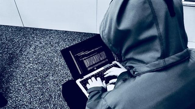 Um suspectus vid in laptop