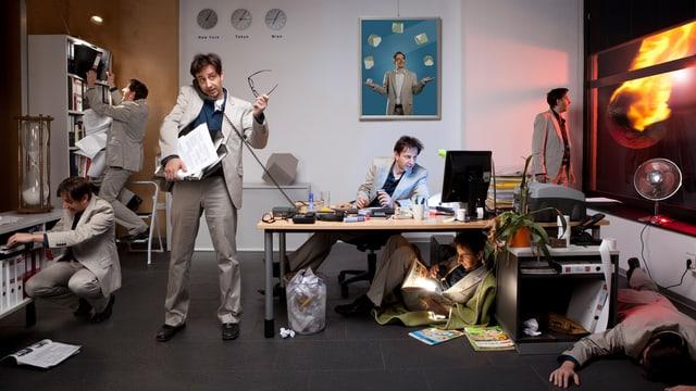 Collage, Mann im Anzug in sechs verschiedenen Arbeitssituationen eines Büroalltags.