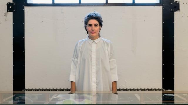 Sabine Portenier in einer weissen Bluse.
