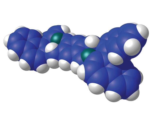 Das japanische Nanofahrzeug, dargestellt mit grauen, blauen und grünen Kugeln