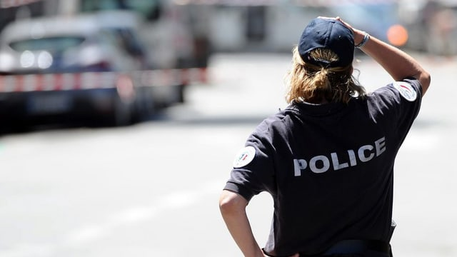 Ina polizista franzosa.