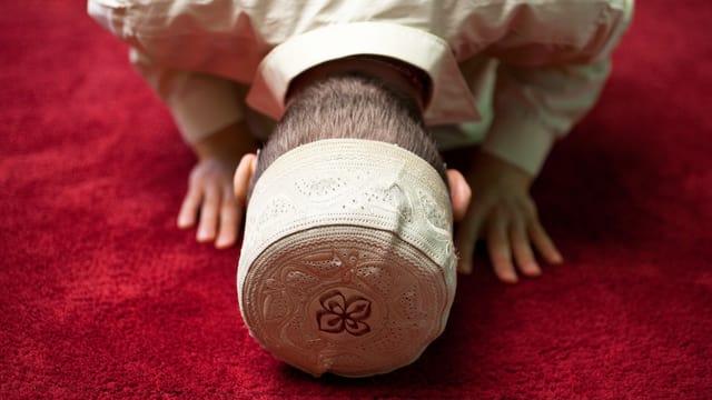 Ein Muslim betet.