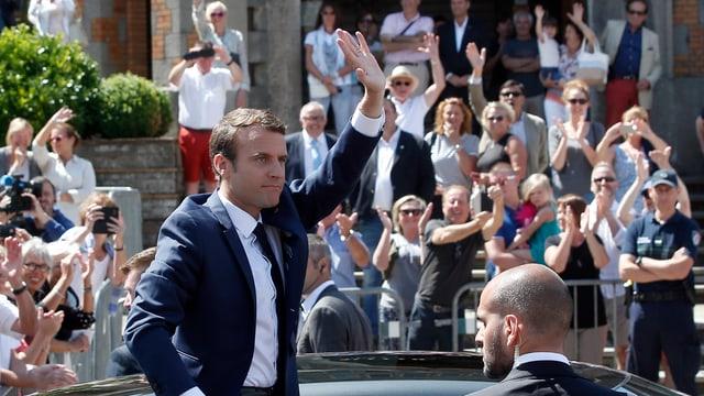 Macron lässt sich von seinen Wählern feiern.