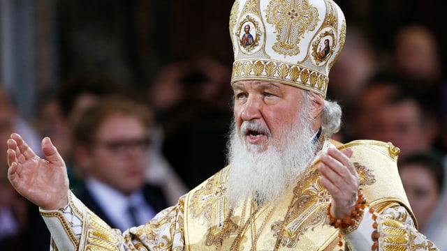 Patriarch Kyrill mit ausgebreiteten Armen