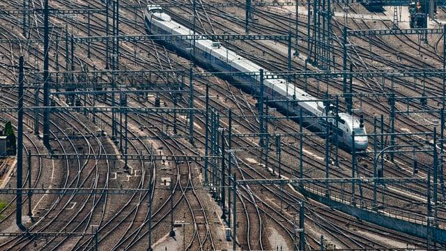 Ein TGV-Zug auf dem Weg zum Zürcher Hauptbahnhof.