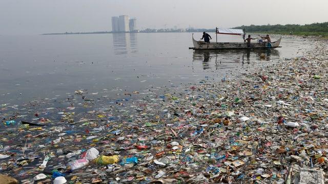 Verschmutztes Meer in Manila.