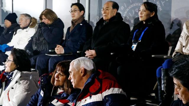 In vorderer Sitzreihe Mike Pence, gleich dahinter Kim Jong Uns Schwester