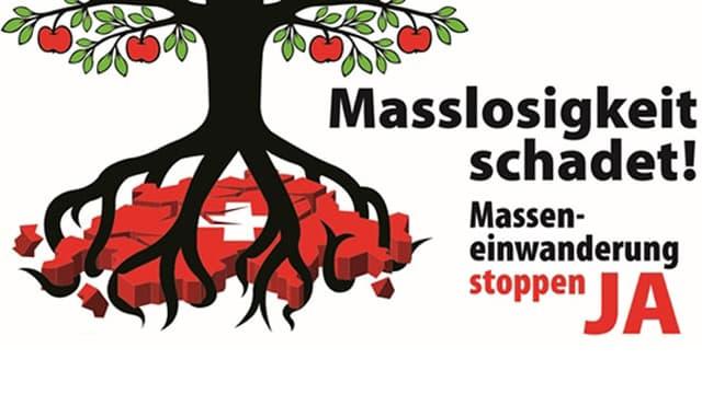 Ein Apfelbaum schlägt Wurzeln in die Schweiz, welche zerbröckelt. Daneben steht der Slogan für die Initiative.