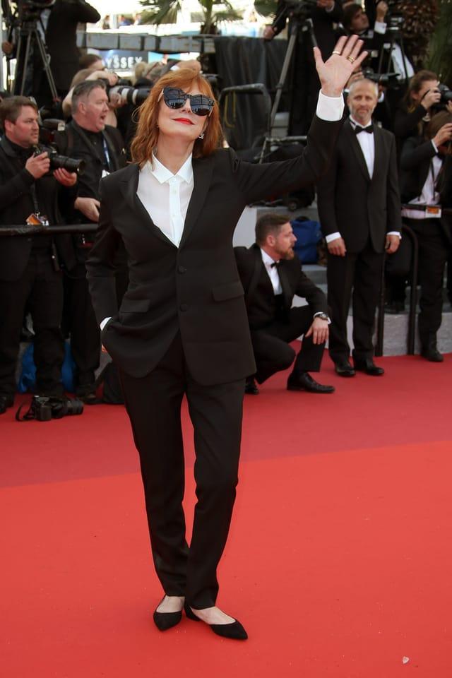Susan Sarandon im Anzug und weissen Hemd