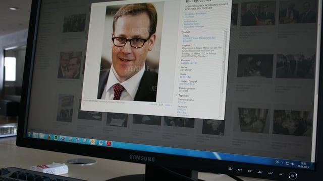 Computerbildschirm mit einem Bild von Kaspar Michel