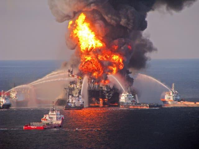 Am 20.04.2010 kam es im Golf von Mexiko zu einer gewaltigen Explosion auf einer Ölbohrplatfform.