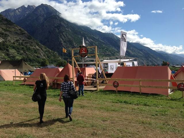 Das #srf3camp am Open Air Gampel, inmitten der Walliser Berge.