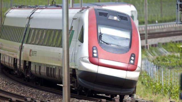 Blick auf einen SBB IC-Zug
