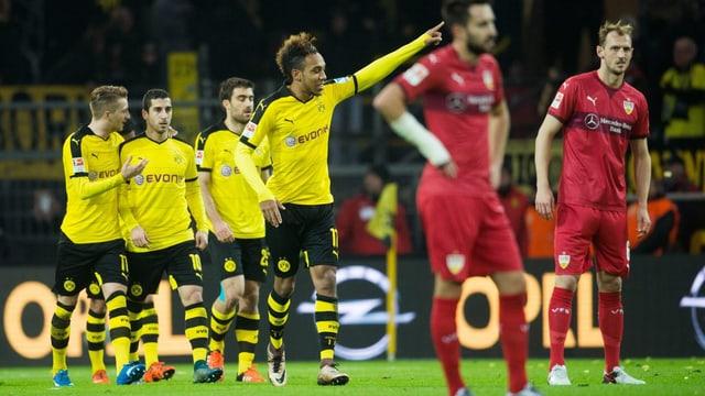 Feierlaune bei Dortmund, hängende Köpfe bei Stuttgart.