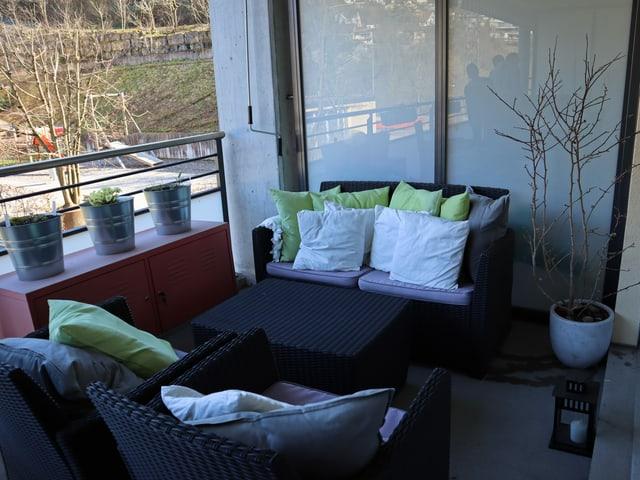 Balkon mit neuer Bepflanzung