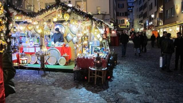 Weihnachtsstand am Hirschenplatz wird von Passanten nicht besucht