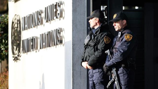 UNO-Sicherheitsleute stehen vor dem UNO-Eingang in Genf. (reuters)