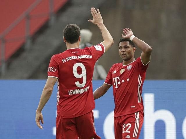 Bayerns Robert Lewandowski und Serge Gnabry.