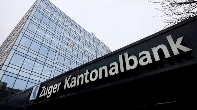 Modernes Bankgebäude mit viel Glas.