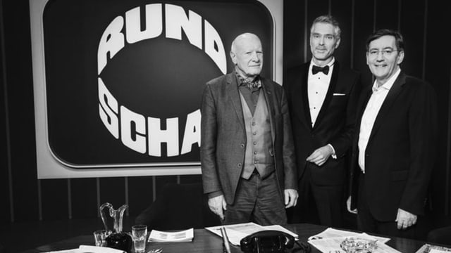 Erich Gysling, Sandro Brotz und Hannes Britschgi im Dekor des ersten «Rundschau»-Studios von 1968.