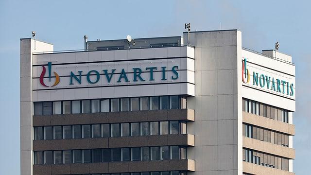 Purtret dal logo da Novartis.