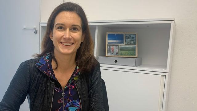 Maja Riniker im Büro in der Arztpraxis ihres Mannes.