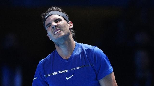 Purtret da Rafael Nadal che trai ina fatscha dal mal.