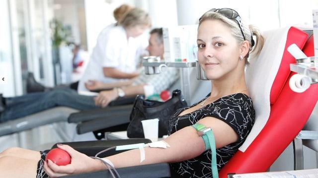 Jugendliche in der Schweiz sind vorbildliche Blutspender.