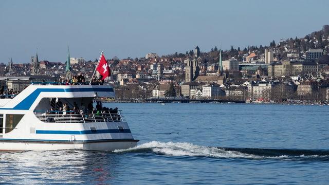 Wieder ohne Schiffsfünfliber: Zürichseeschiff im Zürcher Seebecken.