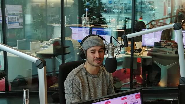 Gino Carigiet en il studio dad RTR